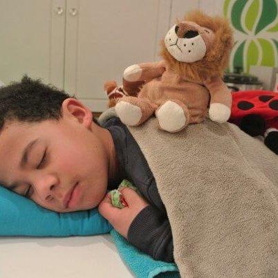 Kindermassage met verzwaarde knuffel
