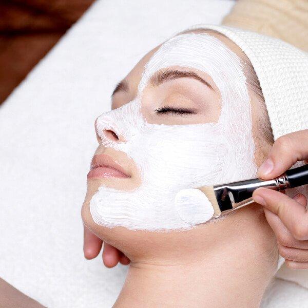 gezichtsbehandeling-schoonheidsbehandelingen